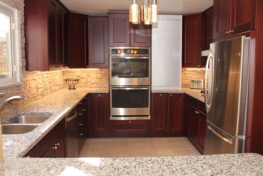 2322 Cavendish-4-kitchen